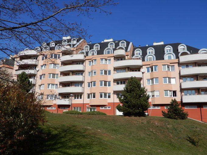 PRENAJATÉ 3,5- izbového bytu v tichej lokalite pri lese, 2x balkón