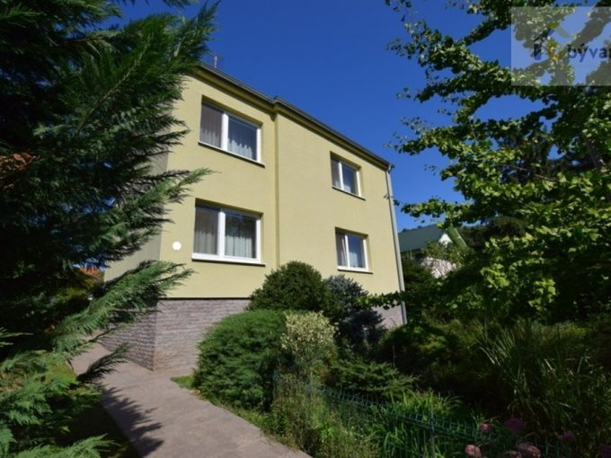 Na predaj rodinný dom pod Kalváriou v Nitre, s garážou, pozemok 9á.