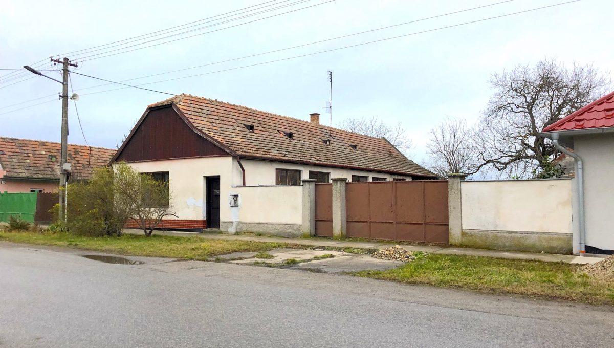 dom od ulice 1