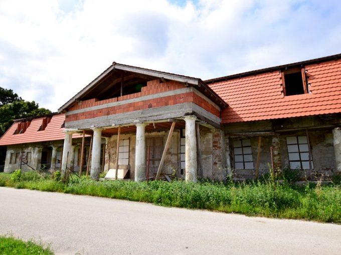 Zemianska kúria s rozľahlými pozemkami v Šalgočke